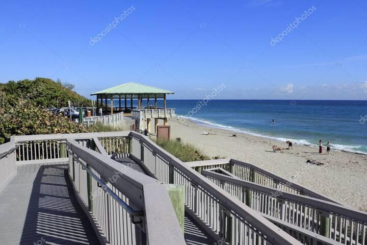 Near the beach in Boca Raton - room 1