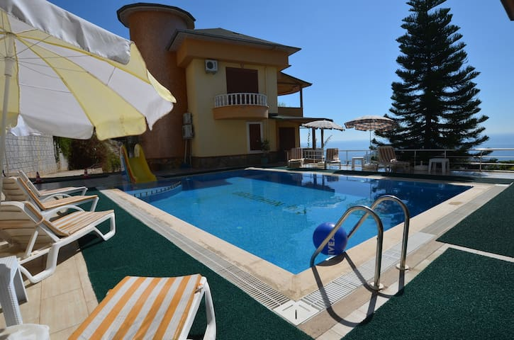 Luxury 5 Bedroom Villa with communal Pool, Alanya Villa 1038