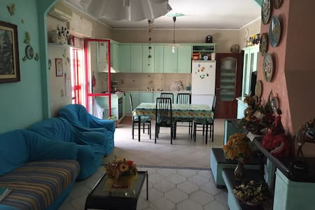 Fantastic extra room near the airport of Naples! - House