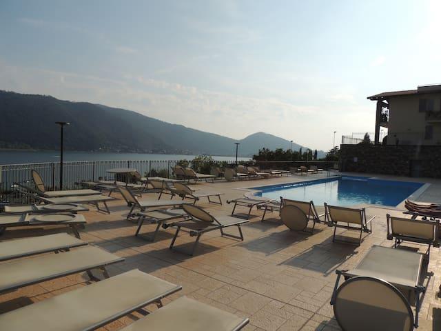 villetta con impareggiabile vista lago e piscina!