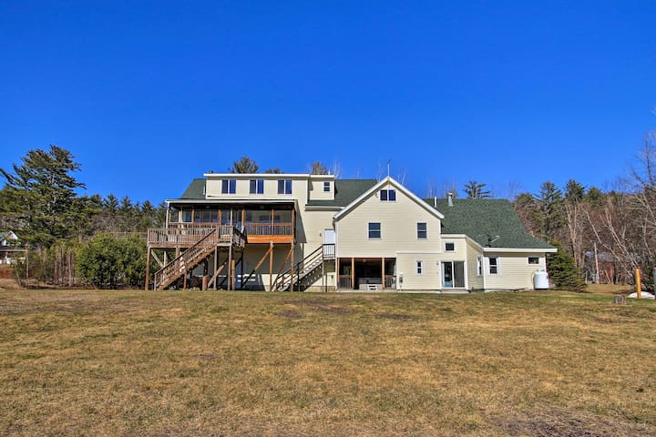 Up to 15 guests will enjoy a Maine retreat at this ideally located Bethel house.