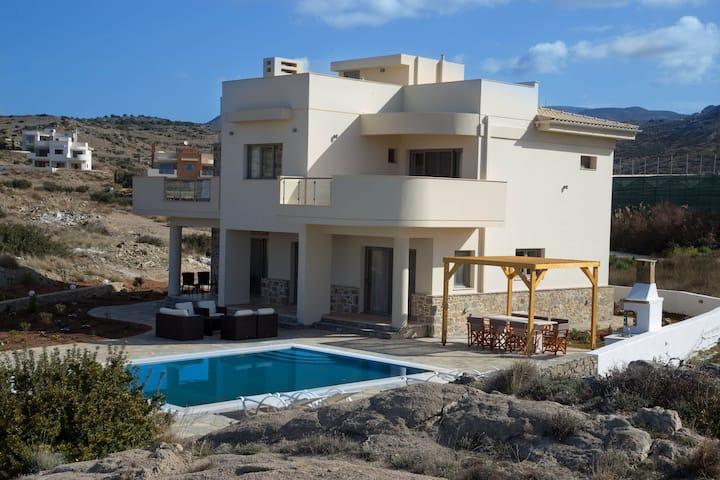 Villa Makrygialos