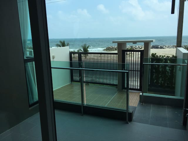 Open door direct to the Beach! - Changwat Rayong - Appartement