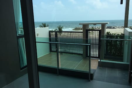 Open door direct to the Beach! - Changwat Rayong - Lägenhet