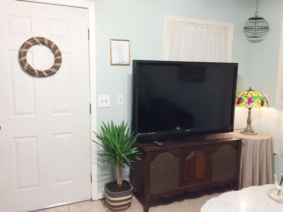 Entryway & living area with 55 inch TV