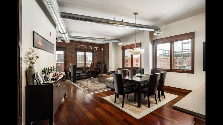 Luxury loft w/balcony one block from Coors Field