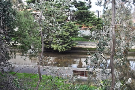 1 Bedroom with great outlook in heart of Elwood - Elwood - Apartament