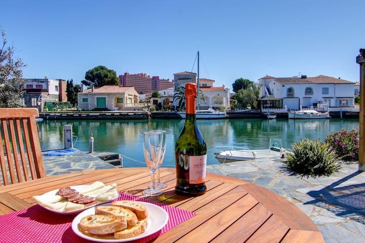 Muga Great Canal House, con Muelle, Terraza y Vistas