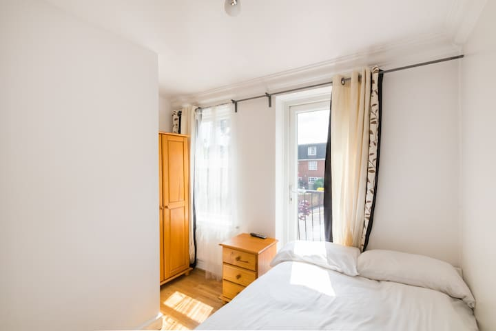 Funky Room in Great House (SP R2)