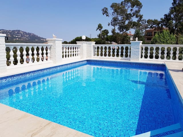 Lloret de mar Beautiful villa with pool and garde