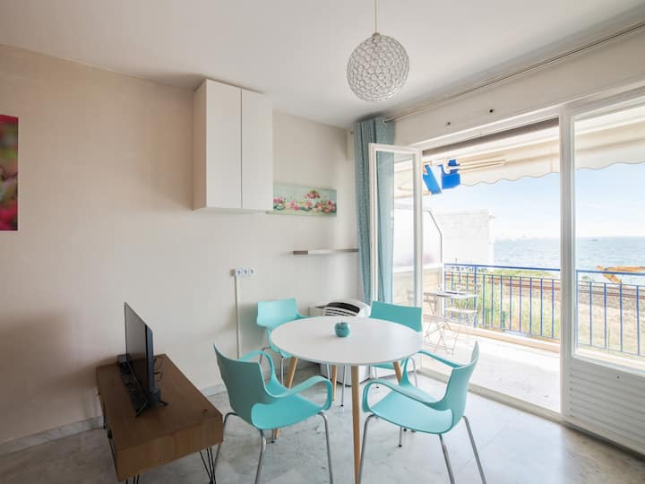 Apartment with view on the beach - W473