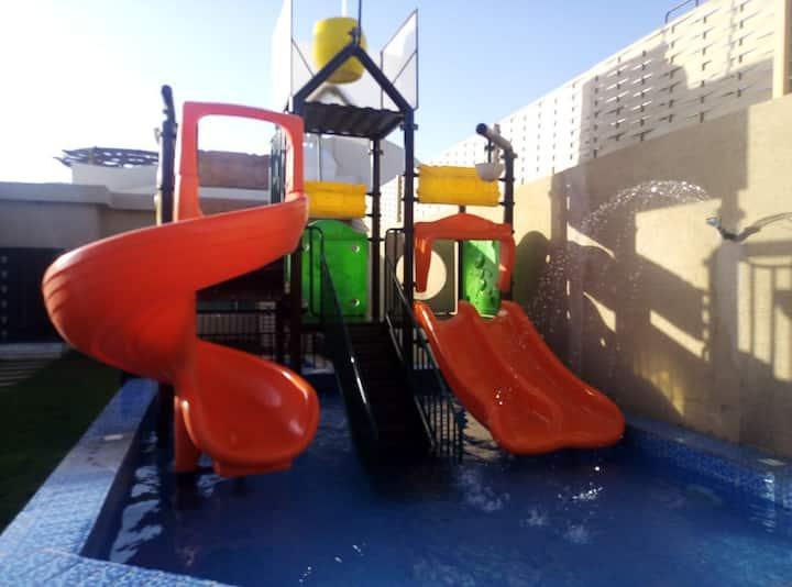 حي الرمال طريق خزام قريب من المطار ٢٠ دقيقه تقريبآ