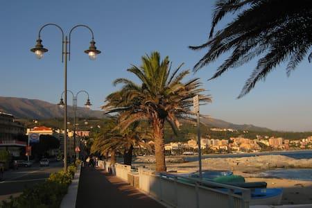 Appartamento fronte mare a mt.10 dalla spiaggia - Cogoleto - Lakás