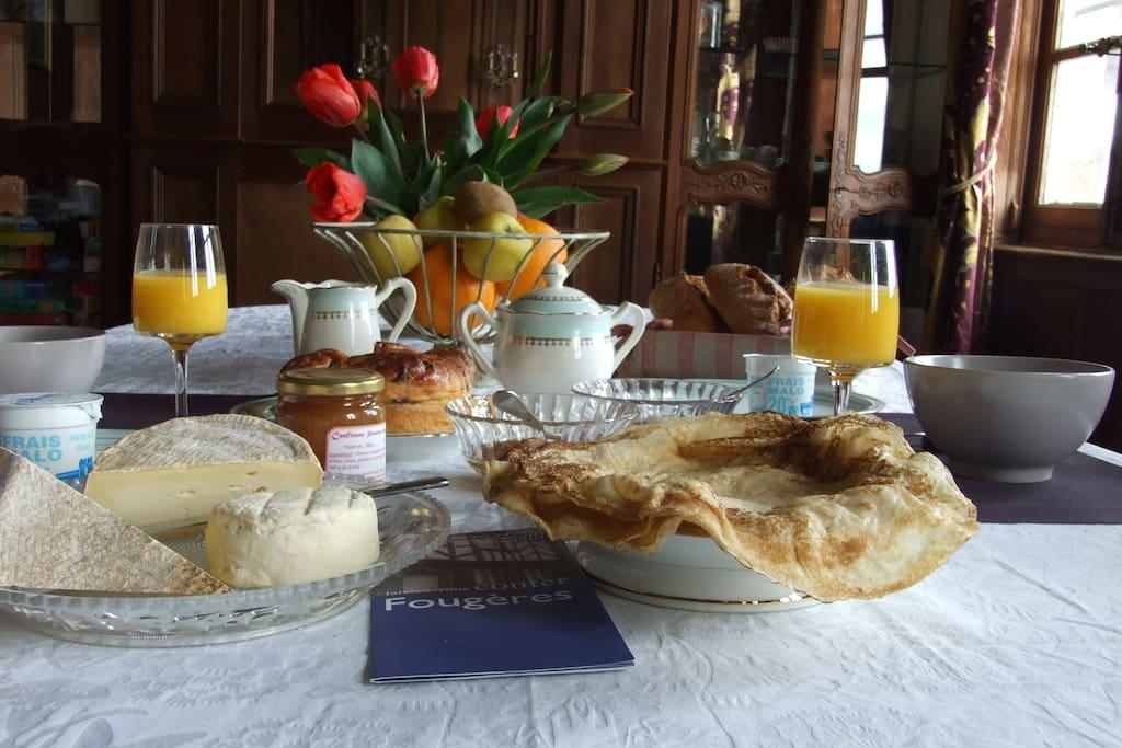 Le petit déjeuner savoureux et copieux  vous est préparé avant une balade, une visite ...