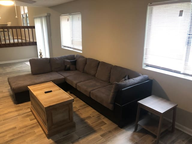 <Heart of Duluth-Private Full House, 3 Queen Beds!
