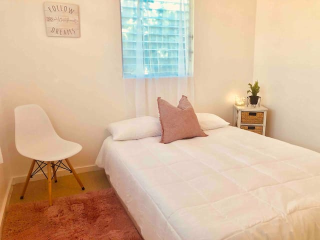 HILO CUTE & COZY ROOM OPEN TO WOMEN AND FAMILIES