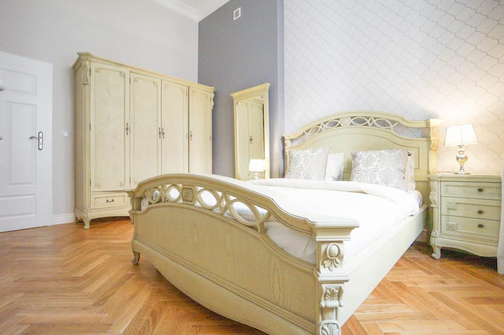 PEARL Luxury 2 Rooms Apt Castle Square Old Town
