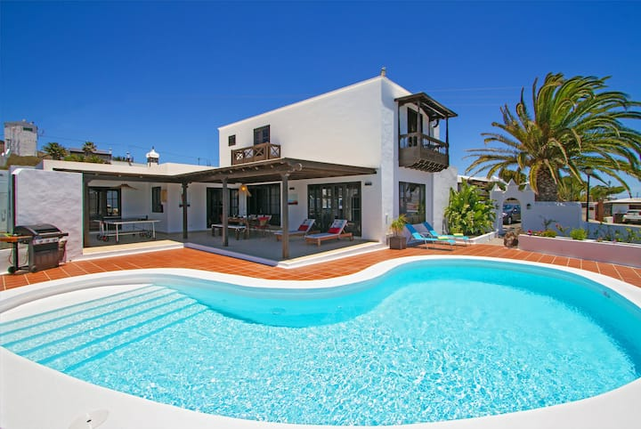 Villa Haere Mai with spectacular sea views and private pool