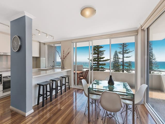 Luxury absolute beachfront apartment with parking - Manly - Huoneisto