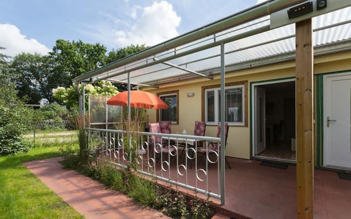 Ferienhausvermietung Liane Zemlin (Stechow-Ferchesar OT Lochow), Ferienhaus Zauneidechse, 42 qm, Wohnzi., 2 Schlafzi. Küche, DU/WC, Terrasse