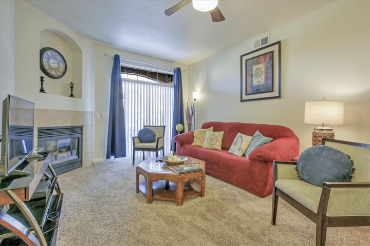 Upscale 2bd/2ba furnished condo in Englewood