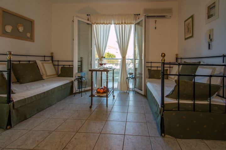 Luxury Ancient Vibe Coastal Apartment Volos Alyke - Nees Pagases - Apartment