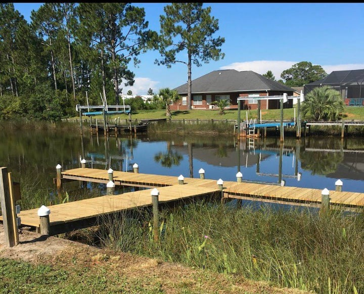 *Waterfront Home w/Boat Dock, Poles & Kayaks!