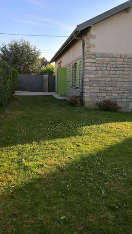 chambre privée - Saulon-la-Rue - Huis