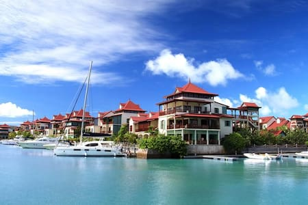 Eden Island, Luxury Apartment - Victoria