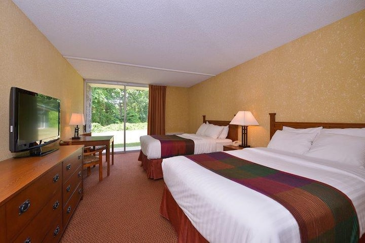 Relaxing Room Two Double Beds Non Smoking At Branson West
