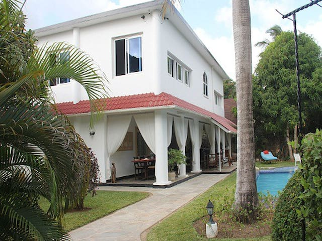 5 Bedroom Private House