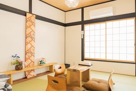 大阪梅田2站路!附近著名深夜食堂美食街。日式別墅整棟出租,一天只租一組客人。介绍接送用车,小众行程