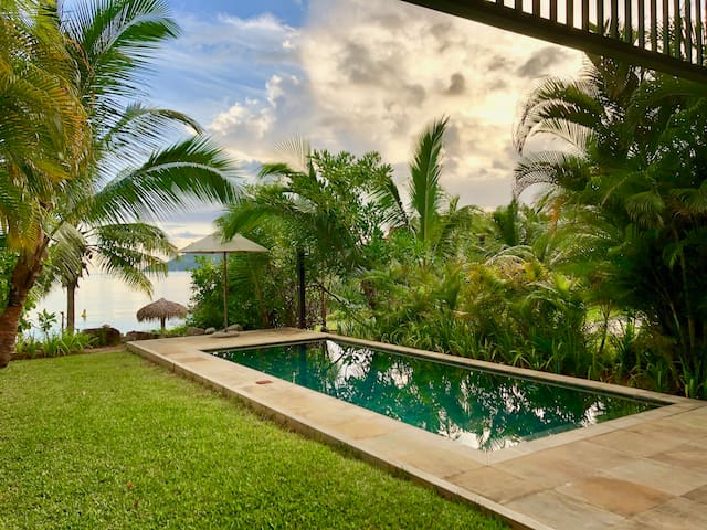 Eden Island Stunning Ocean View 4-Bedroom Maison