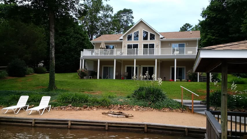 Lake Gaston Waterfront Home 4 Bed 4 Bath 3,200 ft2 - Bracey - Casa