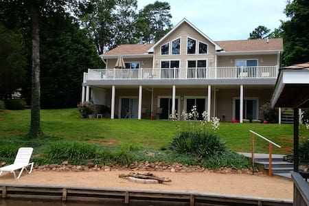 Lake Gaston Waterfront Home 4 Bedroom 3,200 sq ft - Bracey - Casa