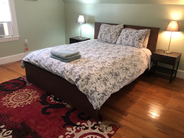 Queen Bed in Malden, Book Private Room Now!