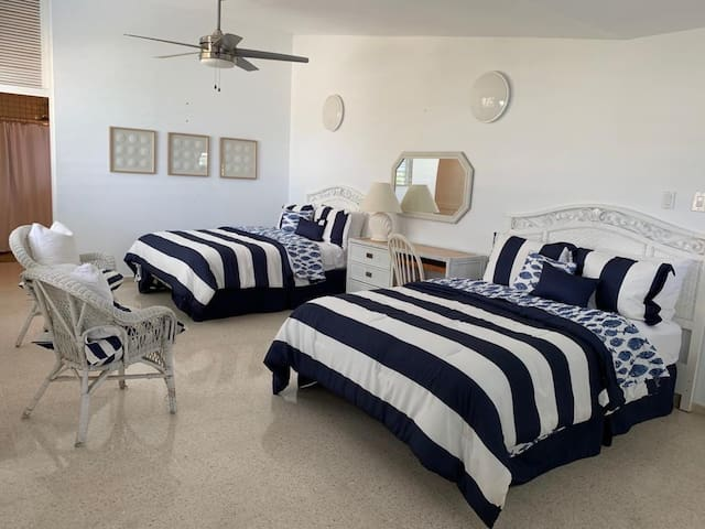 Room #4 , 2 queen size beds, private bathroom, A/C