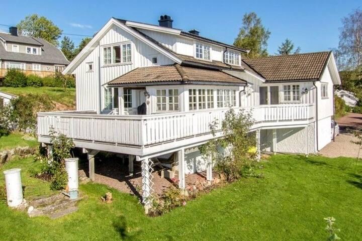 Fantastic large villa with optional boat for rent