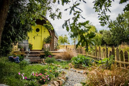 The Raven's Nest Bed & second Breakfast Farmstead