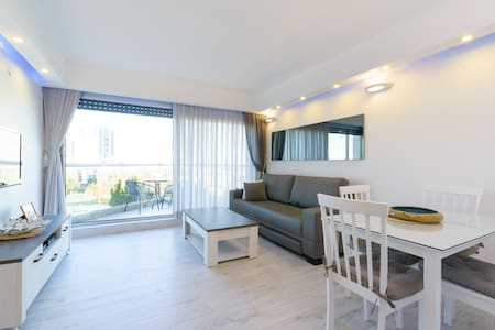 Sea, Pool, GYM & Jacuzzi - Herzliya - Apartmen