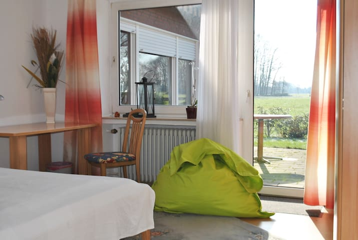 Sunny double room in coutry side - Harsewinkel - Casa