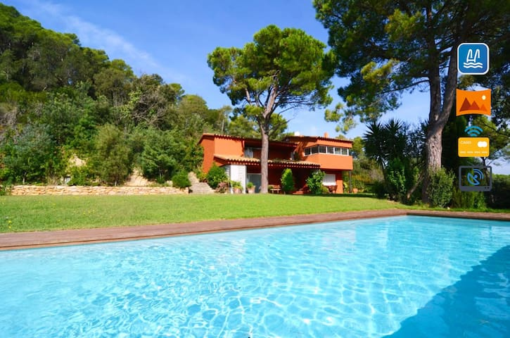 Luxury villa with privacy, pool and large garden. - Mont-ras - Villa
