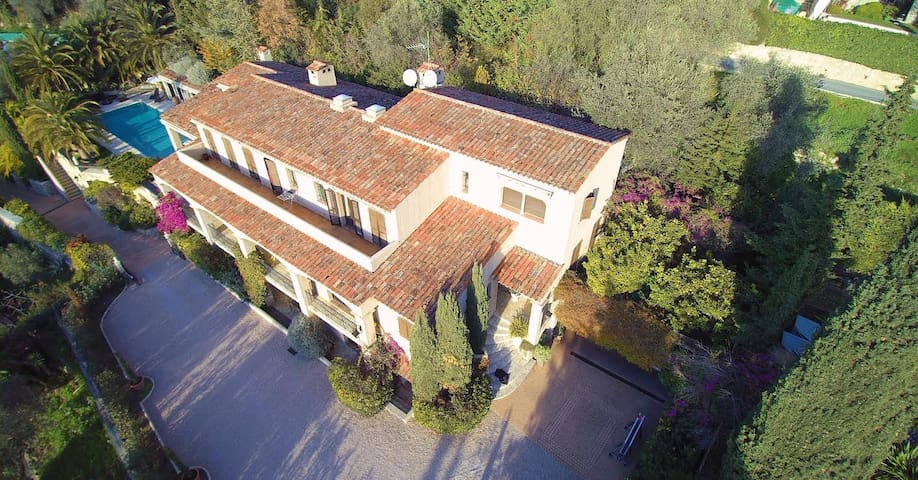 Nice Villa 500m2, pool, cars spaces, downtown 2mn. - Nice - Villa