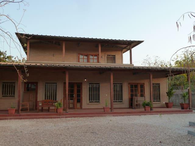Gemütliches Landhaus umgeben von Cashewbäumen