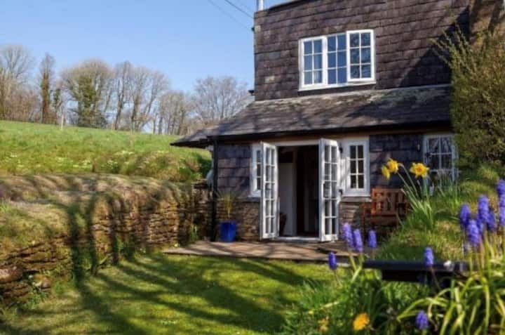 Cosy Cornish Cottage Retreat with Parking