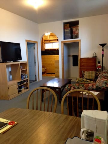 Cozy Private 2 Bedroom Apartment - Myrtle Creek - Apartment