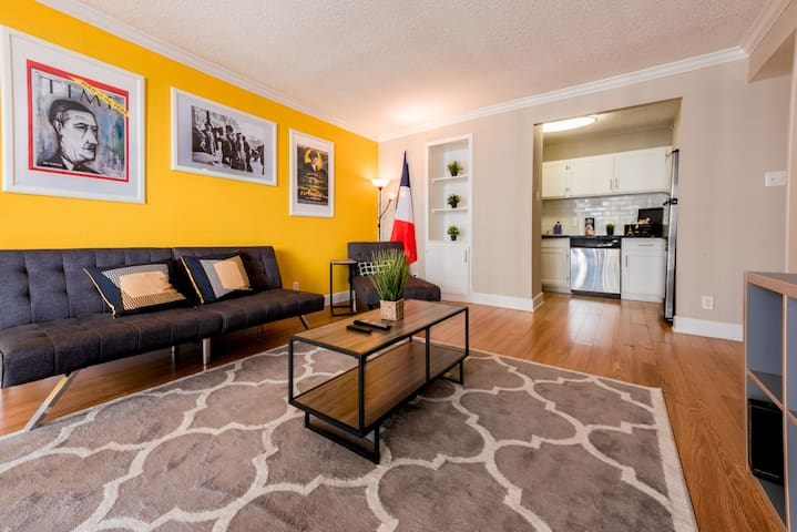 2 bed 1 bath Parisian luxury in heart of Downtown