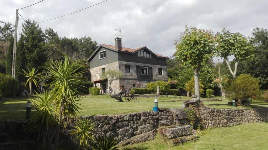 Casa con piscina en Redondela.