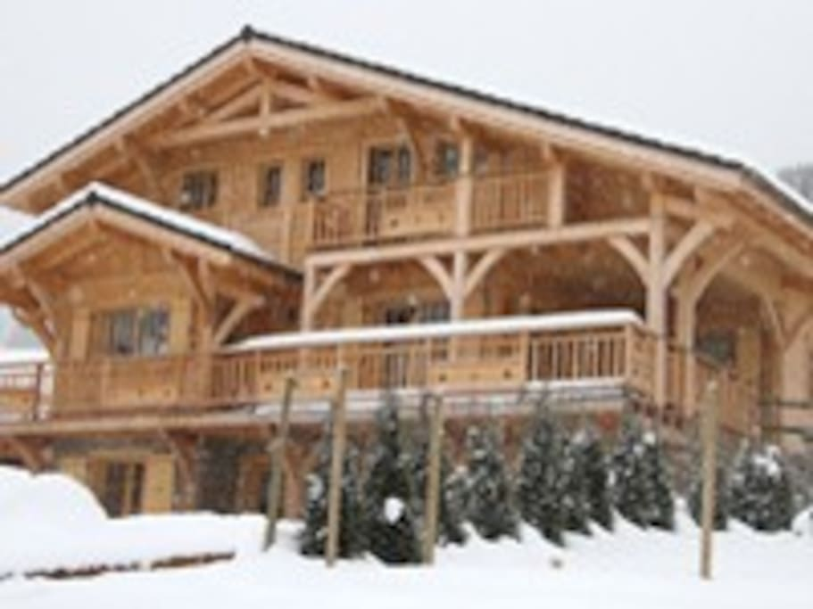 Chalet Mont D'Evian in the snow