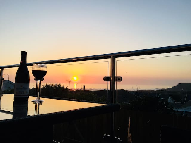 Baywatch Widemouth Bay - Take in the sunset  views of an evening on the balcony